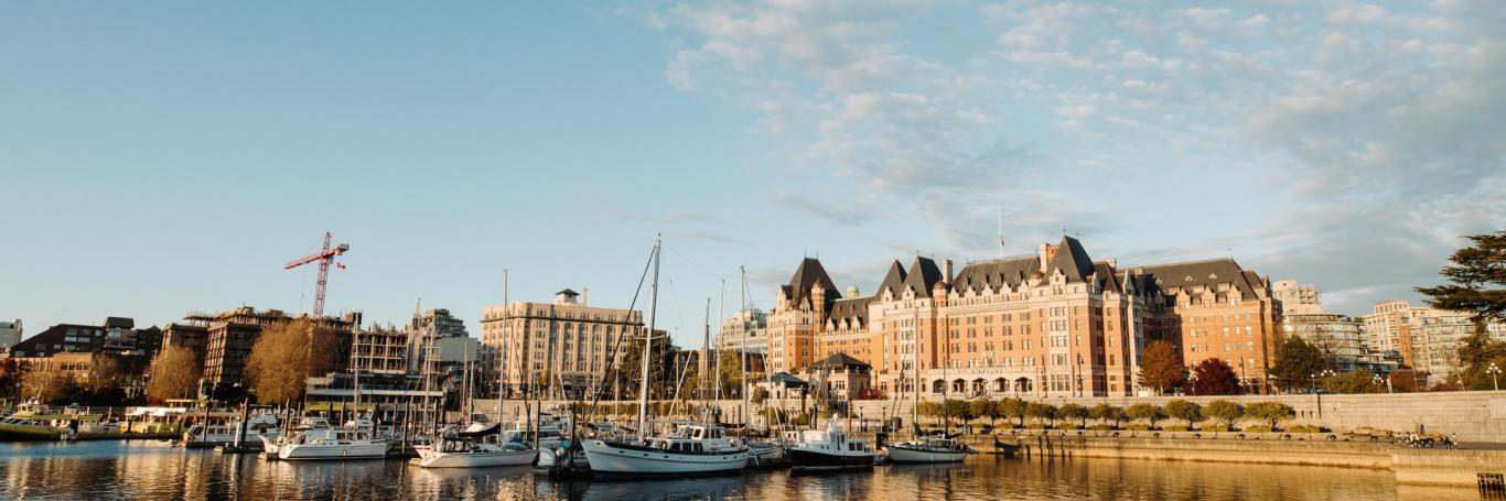 parlement building beside ocean in victoria bc